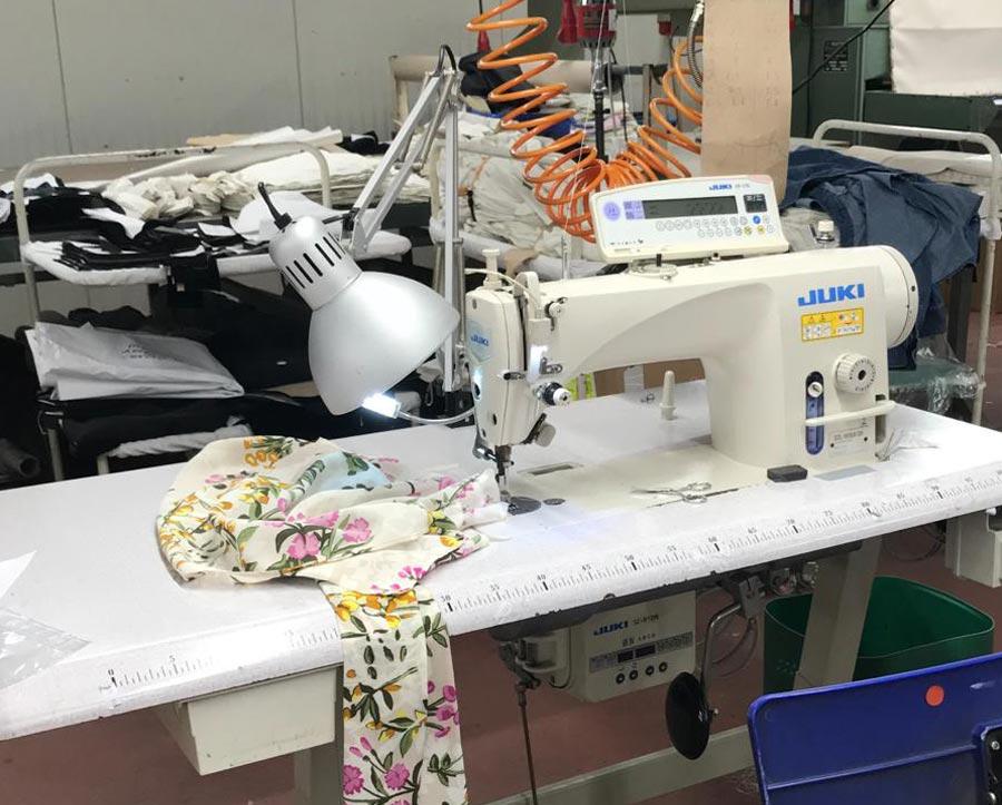laboratorio-confezioni-abbigliamento-futura-brescia-industria-tessile-di-assandri-laura